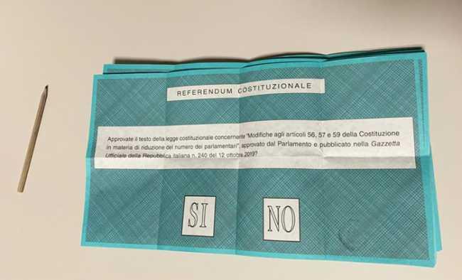 scheda referendum matita