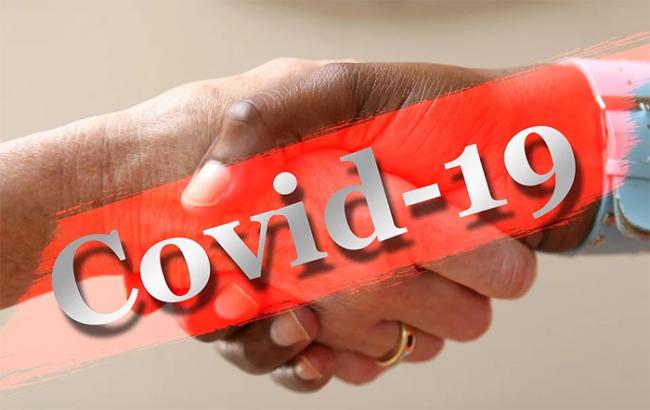 covid coronavirus stretta mani